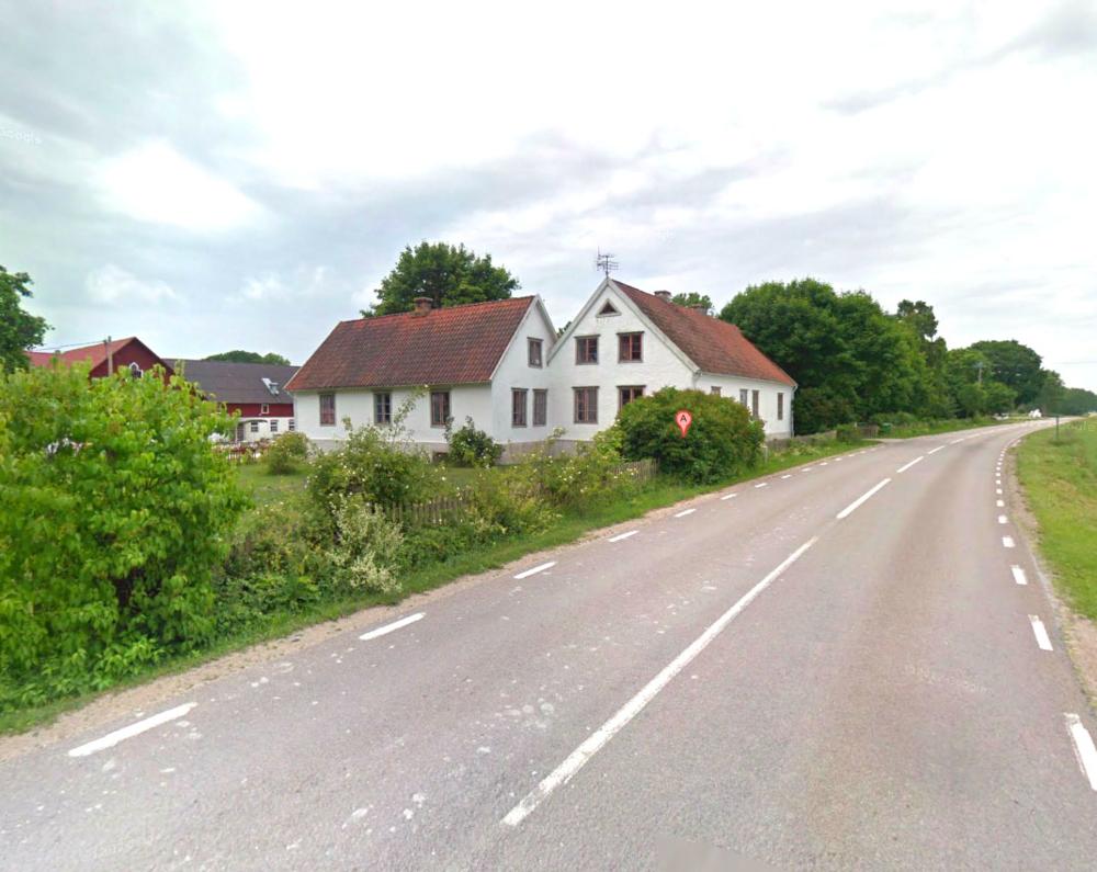 Du hittar oss längs väg 140 strax norr om Hablingbo.