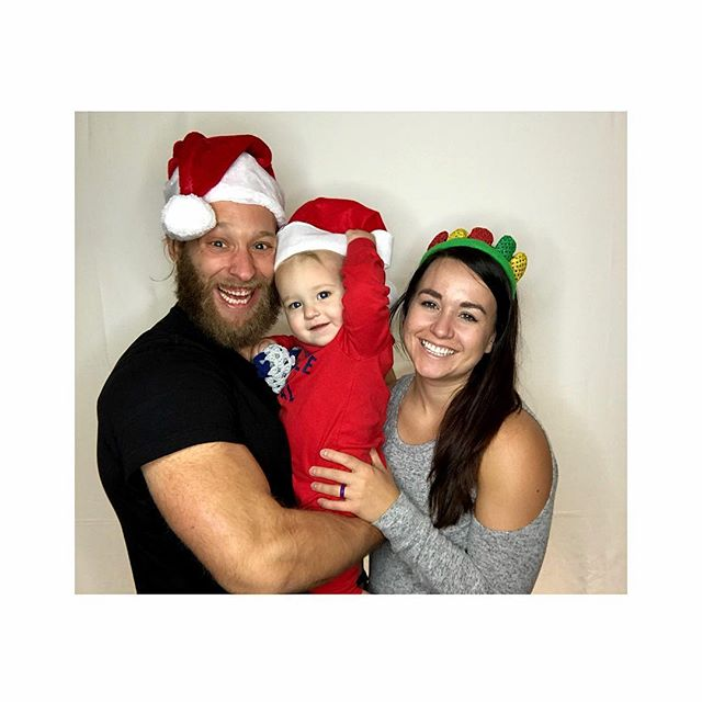 Super stoked @seegizmotweet doesn't bring her cat to family Christmas photos. Because cats are the worst. #HairyChristmas #joy #KinForTheWin #TeamSlaughter #merry