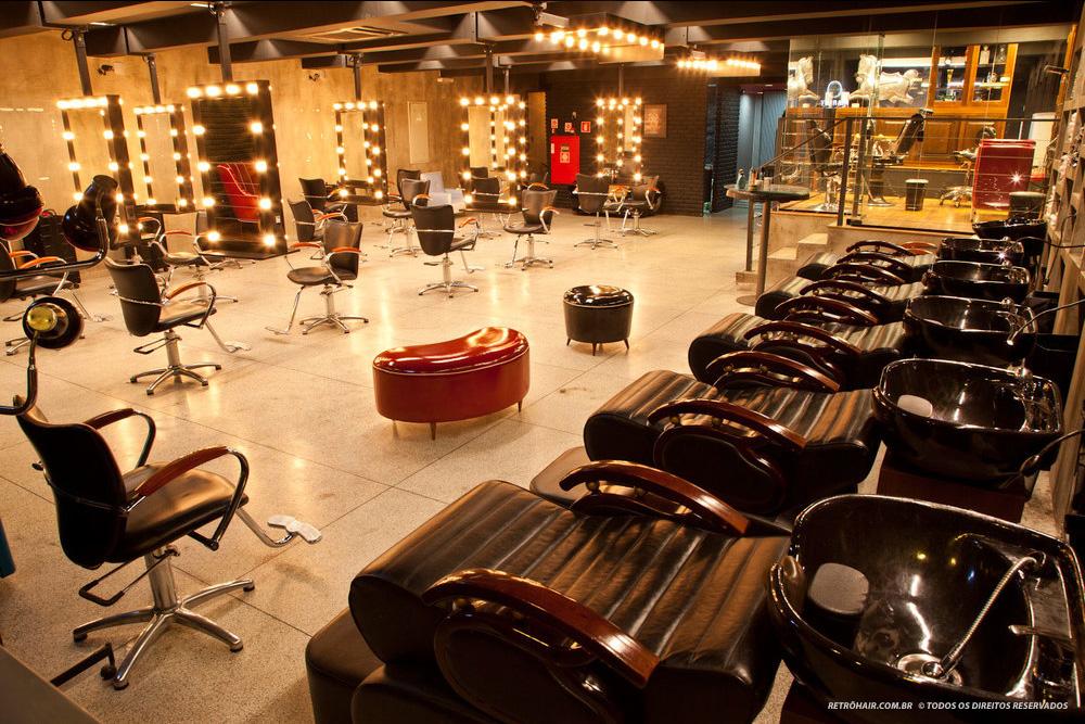 Resultado de imagem para barbeador do Retrô Hair, na capital paulista.