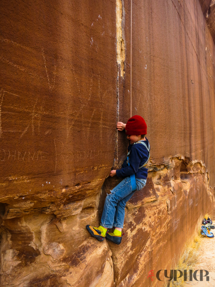Austin Richards ties his hand at cracking climbing for the first time.  ©Benjamin L Eaton