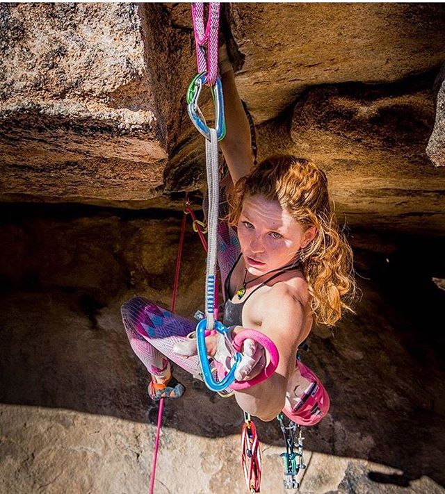Cypher Ambassador @tradprincess clipping in before the crux of 'More Monkey than Funky' in Joshua Tree National Park. • • • 📷 @mersendyclimberson • • • #cypherclimbing #climbing #climbing_pictures_of_instagram #rockclimbing #cypherambassador #tradclimbing #climblikeagirl #climblife