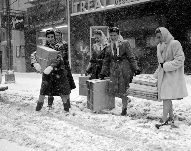 Christmas-Shopping-in-New-York-in-the-Past-5.jpg