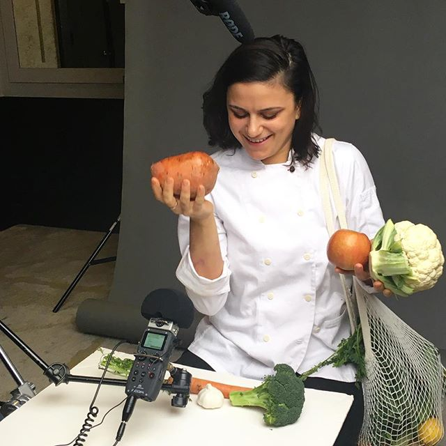 We're in LOVE with this 📸 of @olmstednyc's @jennytreantafilos, where she's breaking out vegetables during her interview with our sibling pub @brooklynmagazine for their #bkmag30under30 😍 . #chef #food #interview #restaurant #prospectheights #olmsted #brooklyn #brooklynmagazine #foodie