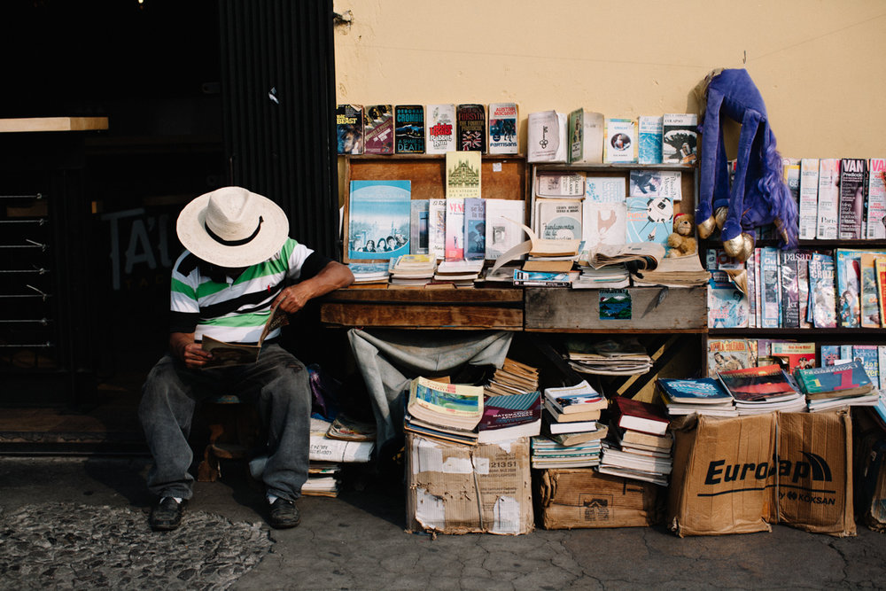 antigua selling books