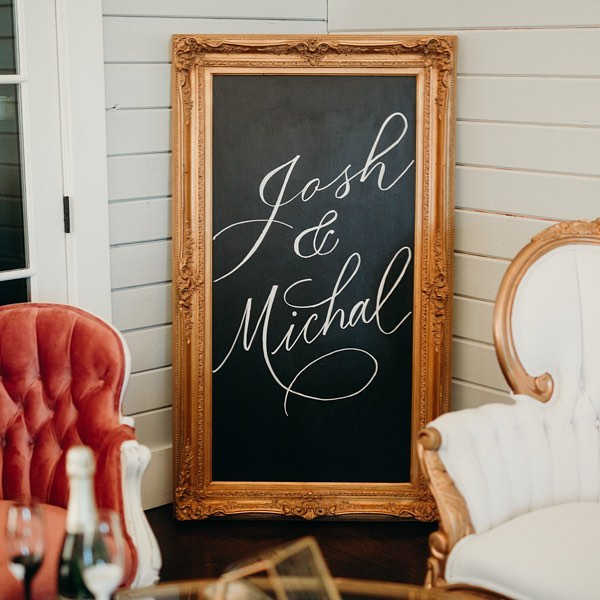 Modern calligraphy + vintage furniture makes for quite a striking combination.  Furniture: @chairishyourdesign  Photo: @justenclayphoto