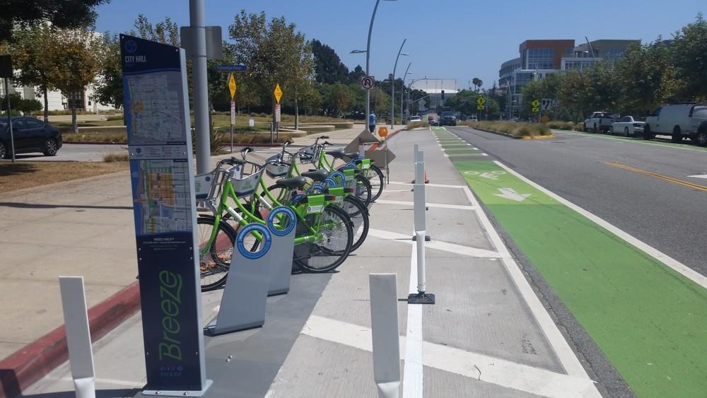One of seven bike-share hubs that are part of Breeze bike-share's month-long test run. (Photos by Jason Islas/Santa Monica Nextt