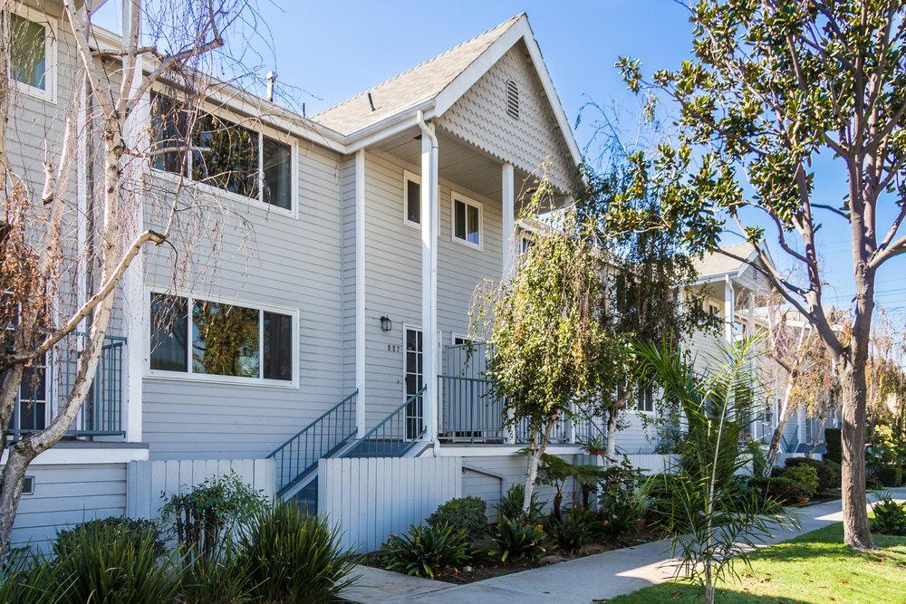 887 Magnolia AveLong Beach, CA 90813 - $349,0002 Bedrooms2.5 Bathrooms1,056 square feet