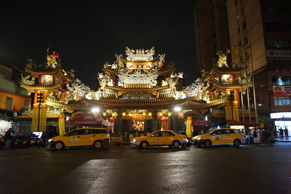 taiwan temple.jpg