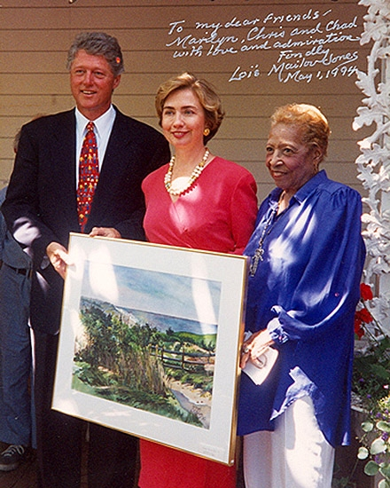 "August 1993, President and Mrs. Clinton met Loïs at the Granary Gallery on Martha's Vineyard and selected ""Breezy Day at Gay Head"" for the White House."