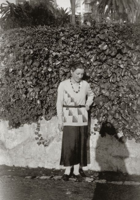 1929, dressed in a sweater by Sonia Delaunay