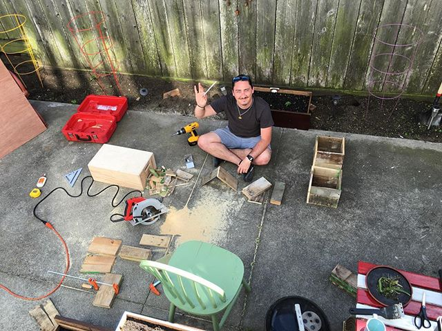 Found a pallet, makin' planter boxes for CaHLE #gardening