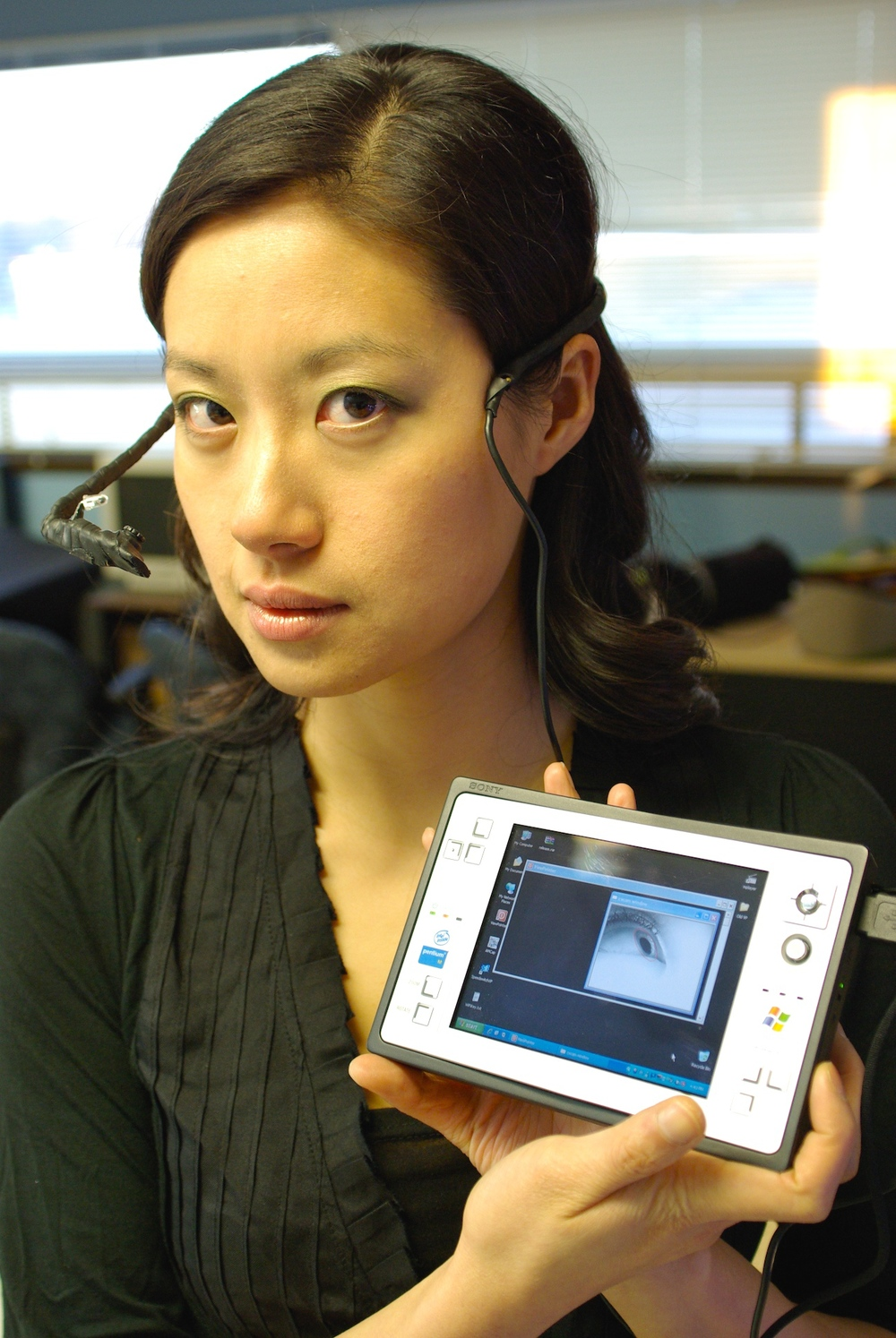 viewpointer (2005) mobile calibration-free eye tracker