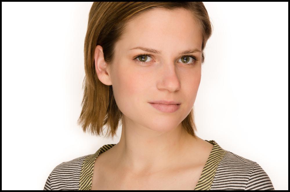 Singer Songwriter Jennifer Hall