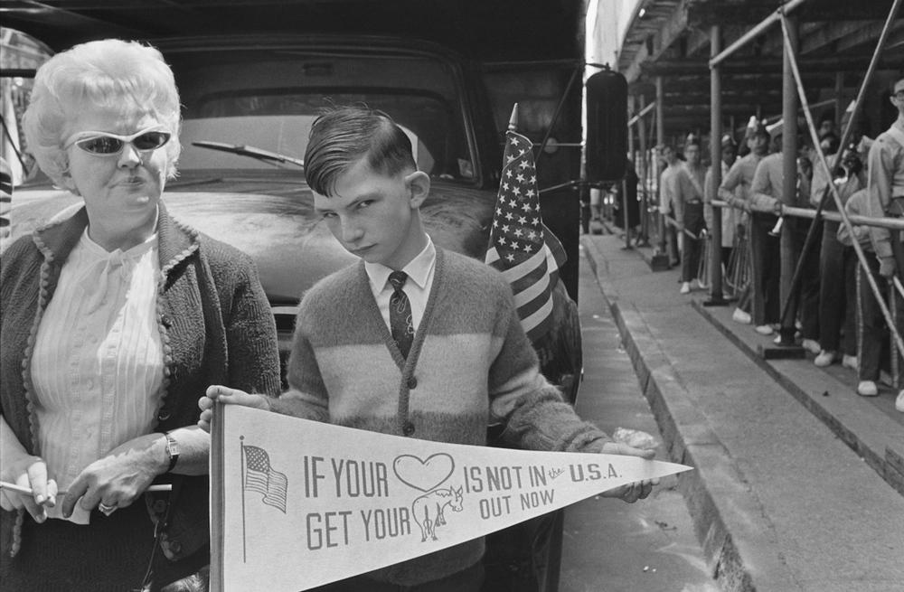 Pro-Vietnam War parade, New York City, 1968 © Mary Ellen Mark