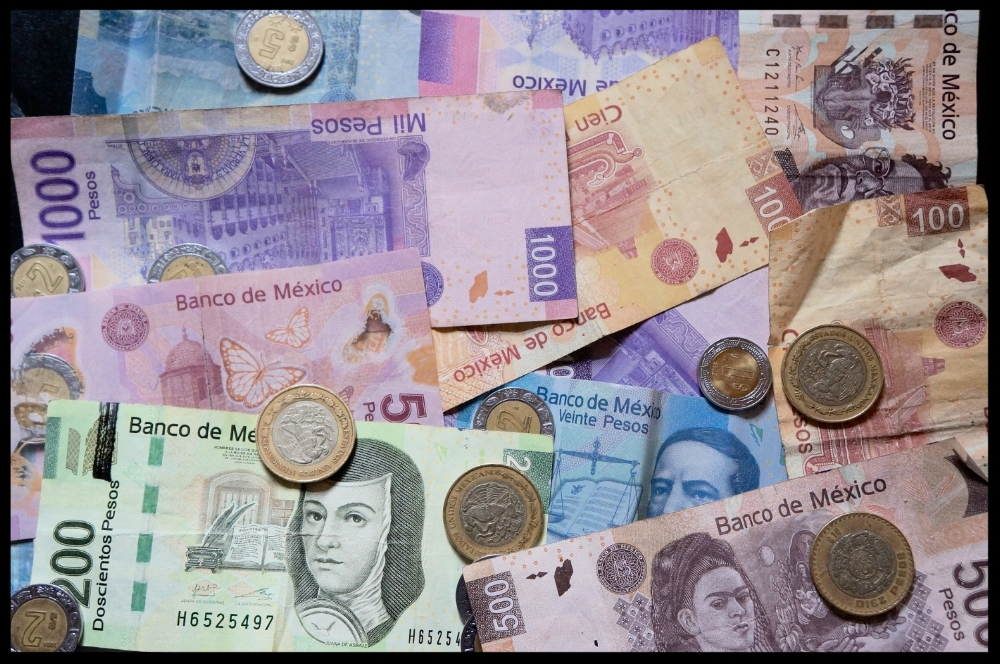 mexican-pesos-916208_1920.jpg