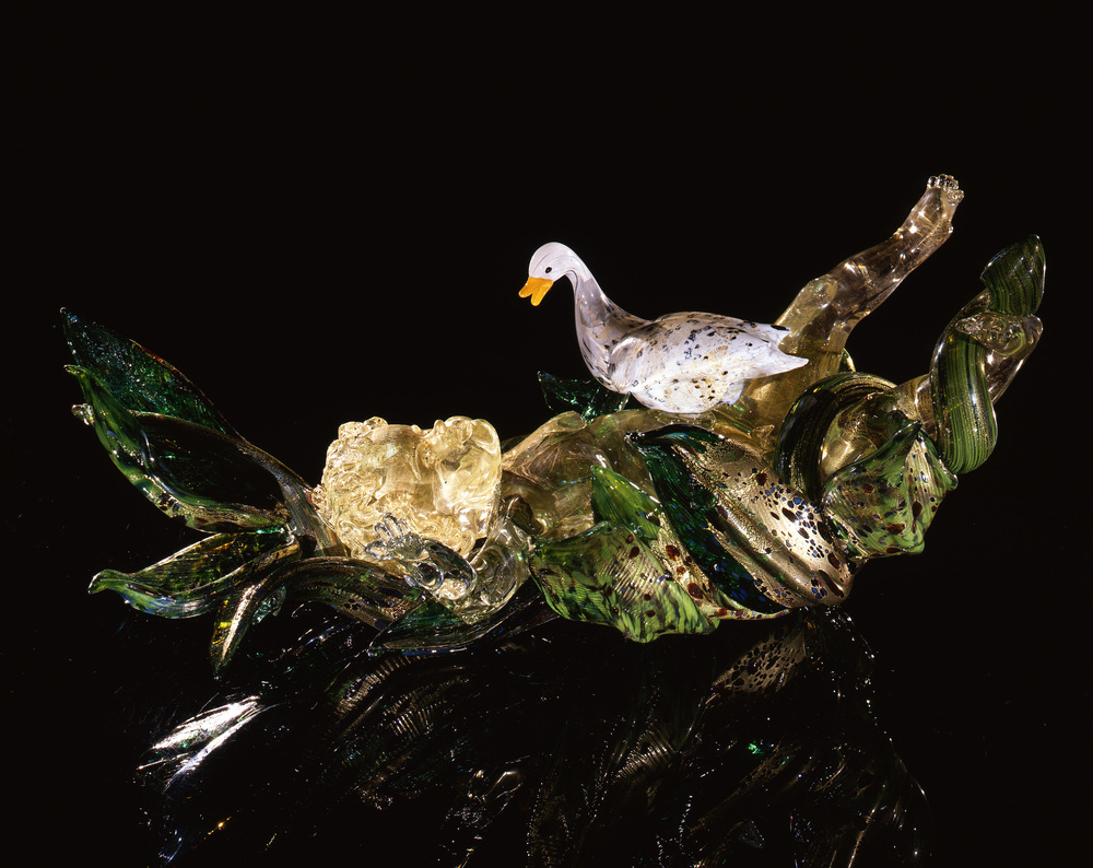 Dale Chihuly,  Gilded Putti in Leaves with Swan  (1991, glass, 11 x 24 x 12 inches)
