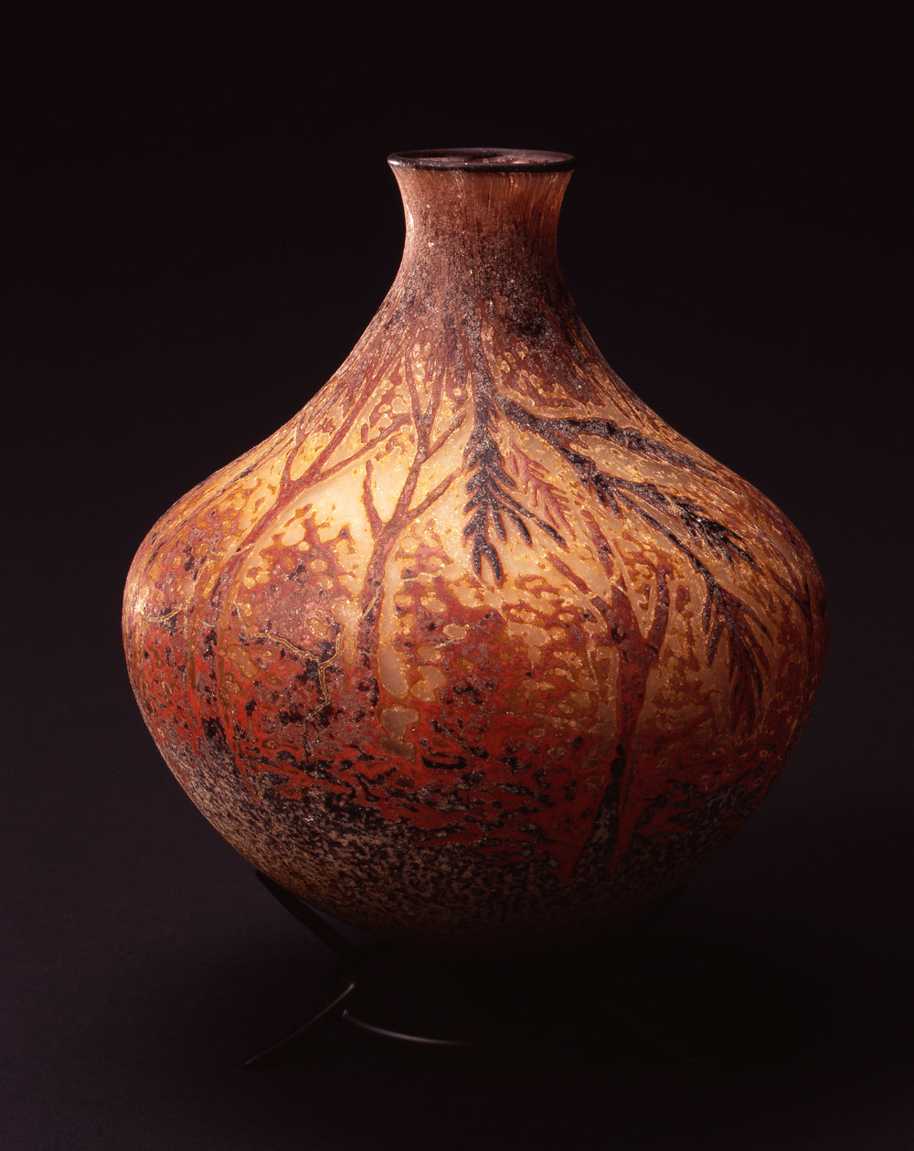 William Morris,  Vessel with Cedar Boughs  (2004, glass, 10 1/2 x 8 x 8 inches), WM.28