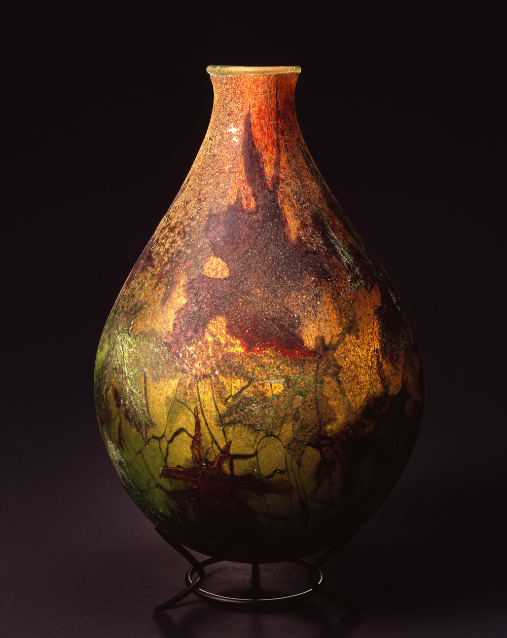 William Morris,  Vessel with Oak Leaves  (2004, glass, 15 1/4 x 10 x 10 inches), WM.29
