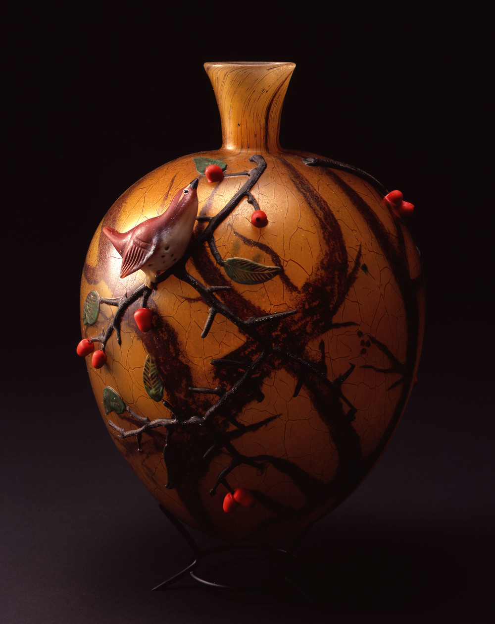 William Morris,  Vase with Wren and Berries    (2004, glass, 10 x 8 3/8 x 7 1/2 inches), WM.49