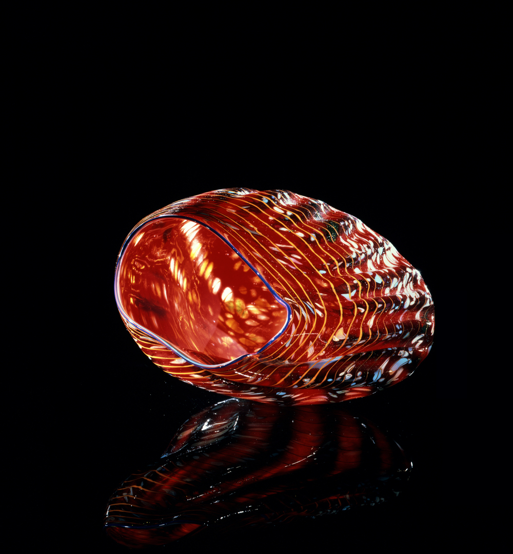 Dale Chihuly,  Araby Red Macchia with Ultramarine Lip Wrap  (1983, glass, 4 x 9 x 7 inches), DC.74