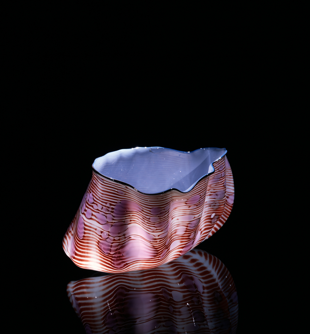 Dale Chihuly,  Alabaster Macchia with Cascade Blue Lip Wrap  (1981, glass, 7 x 10 x 8 inches), DC.95