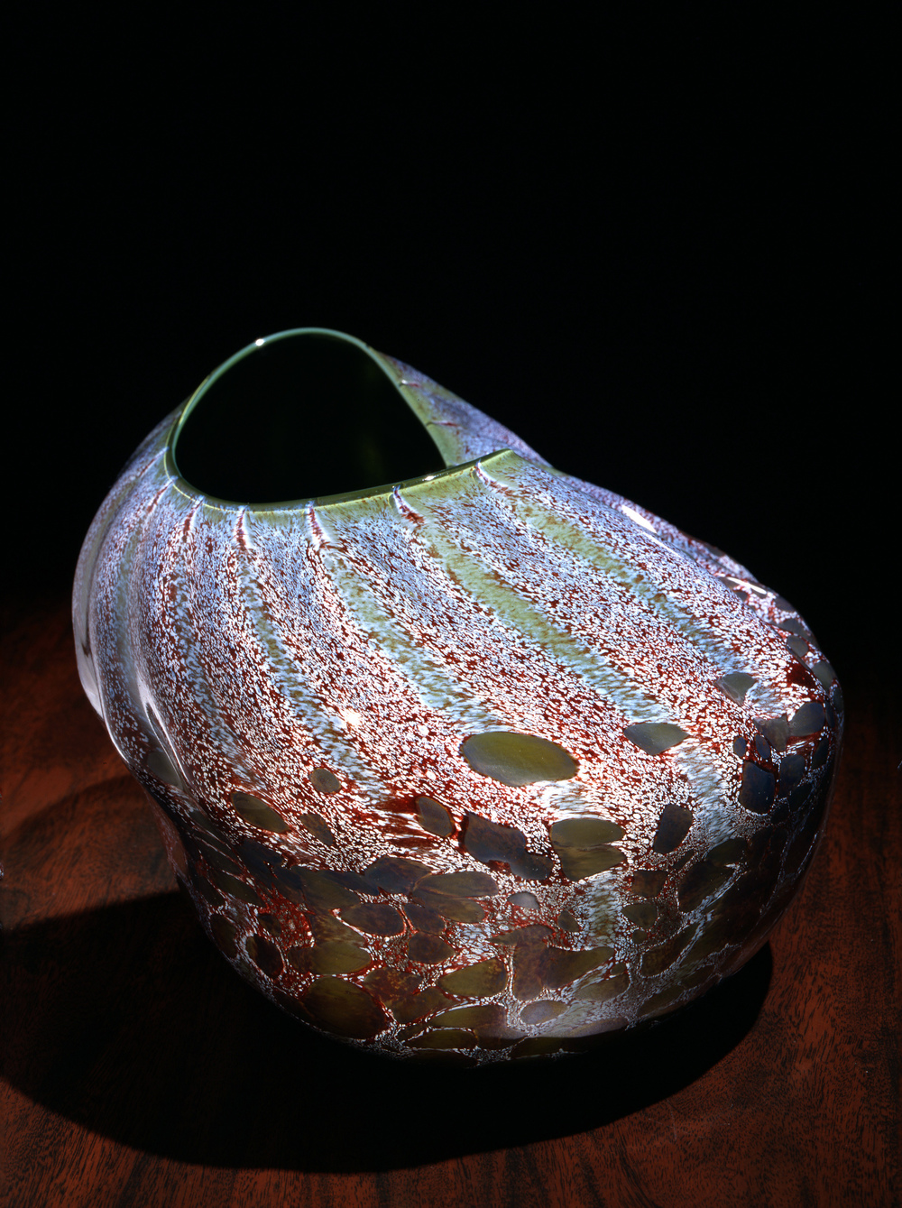 Dale Chihuly,  Emerald Ridged and Oxblood Macchia  (1981, glass, 8 x 9 x 9 inches), DC.103