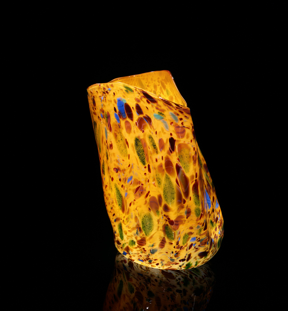 Dale Chihuly, Meridian Yellow Macchia with Blue and Sap Green Jimmies (1981, glass, 14 x 10 x 7 inches), DC.105
