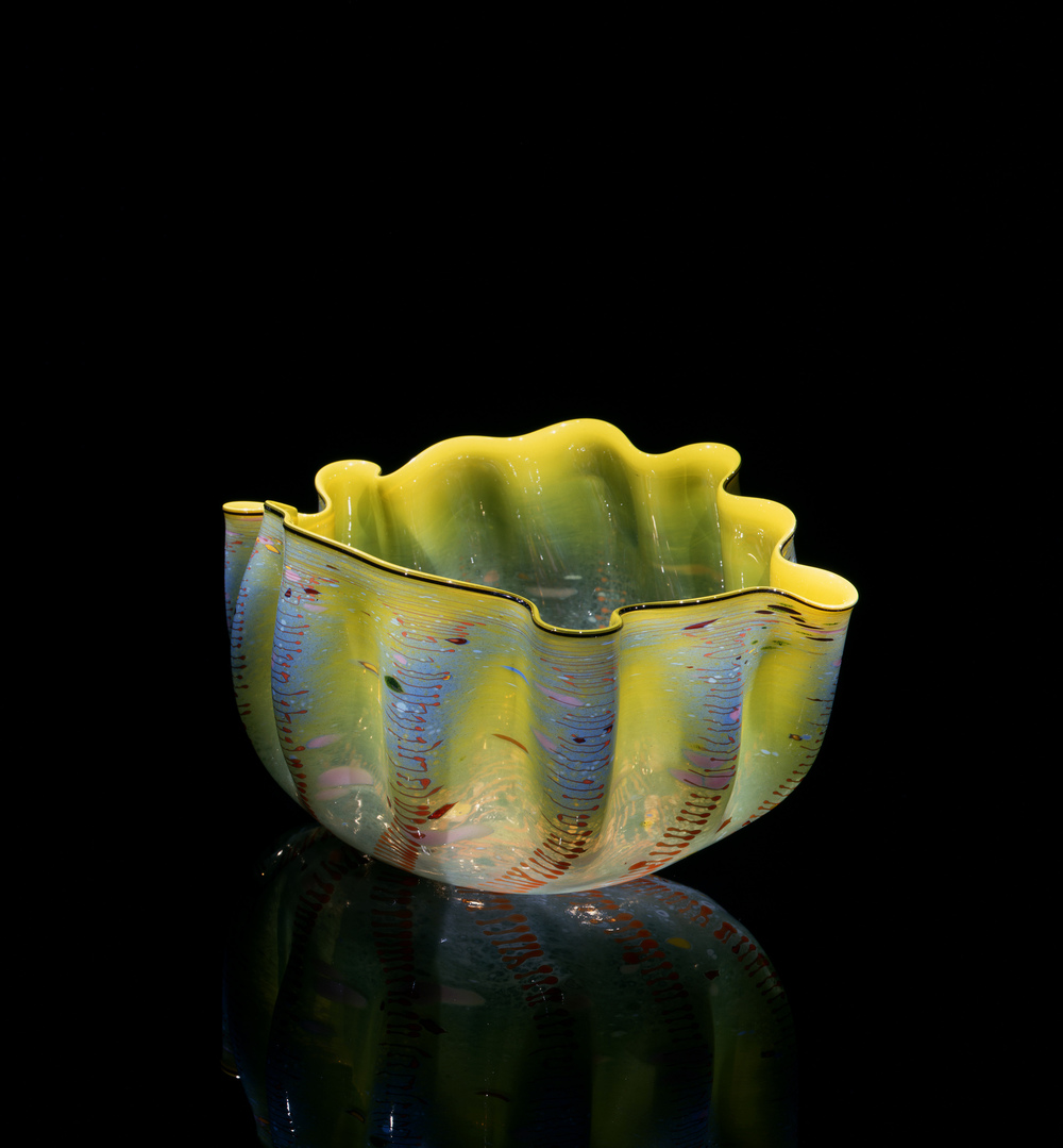 Dale Chihuly,  Andorre Macchia with Juniper Black Lip Wrap  (1982, glass, 10 x 16 x 12 inches), DC.117