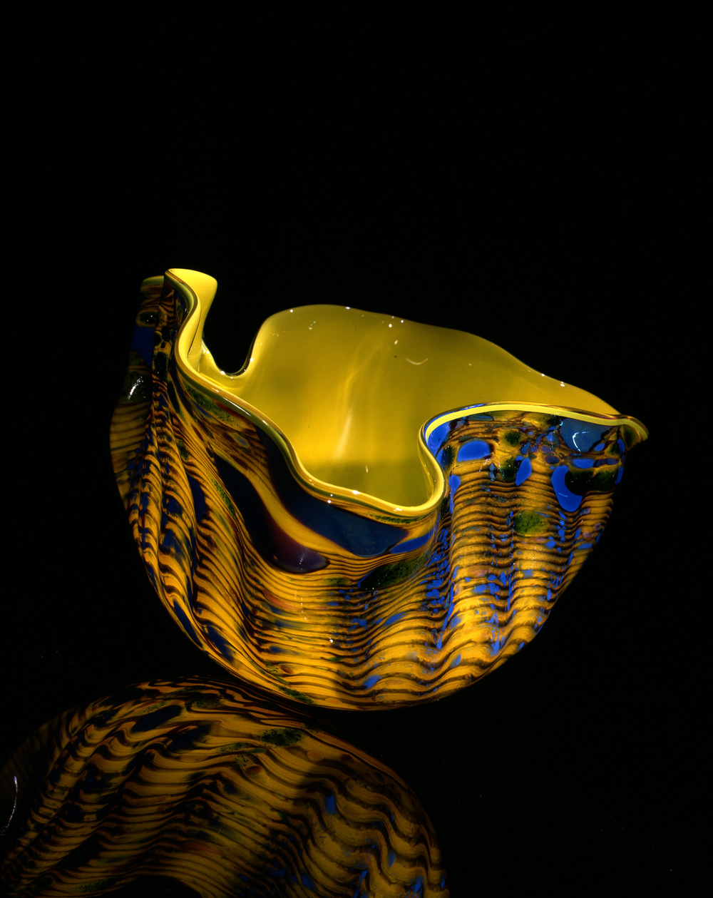 Dale Chihuly,  Citron Macchia with Oxblood and Sea Blue Jimmies  (1982, glass, 5 x 7 x 7 inches), DC.119