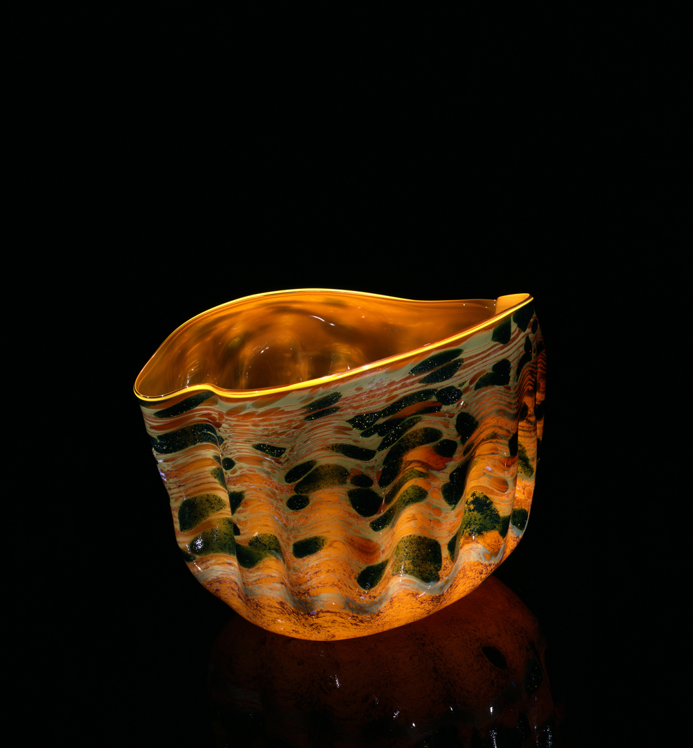 Dale Chihuly,  Saffron Macchia with Daffodil Lip Wrap  (1982, glass, 10 x 13 x 10 inches), DC.120