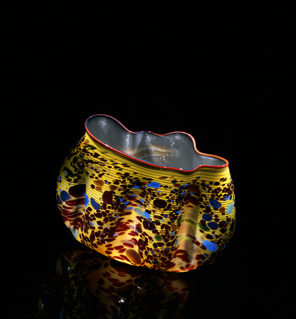 Dale Chihuly,  Willow Macchia with Persimmon Lip Wrap  (1982, glass, 7 x 9 x 6 inches), DC.127