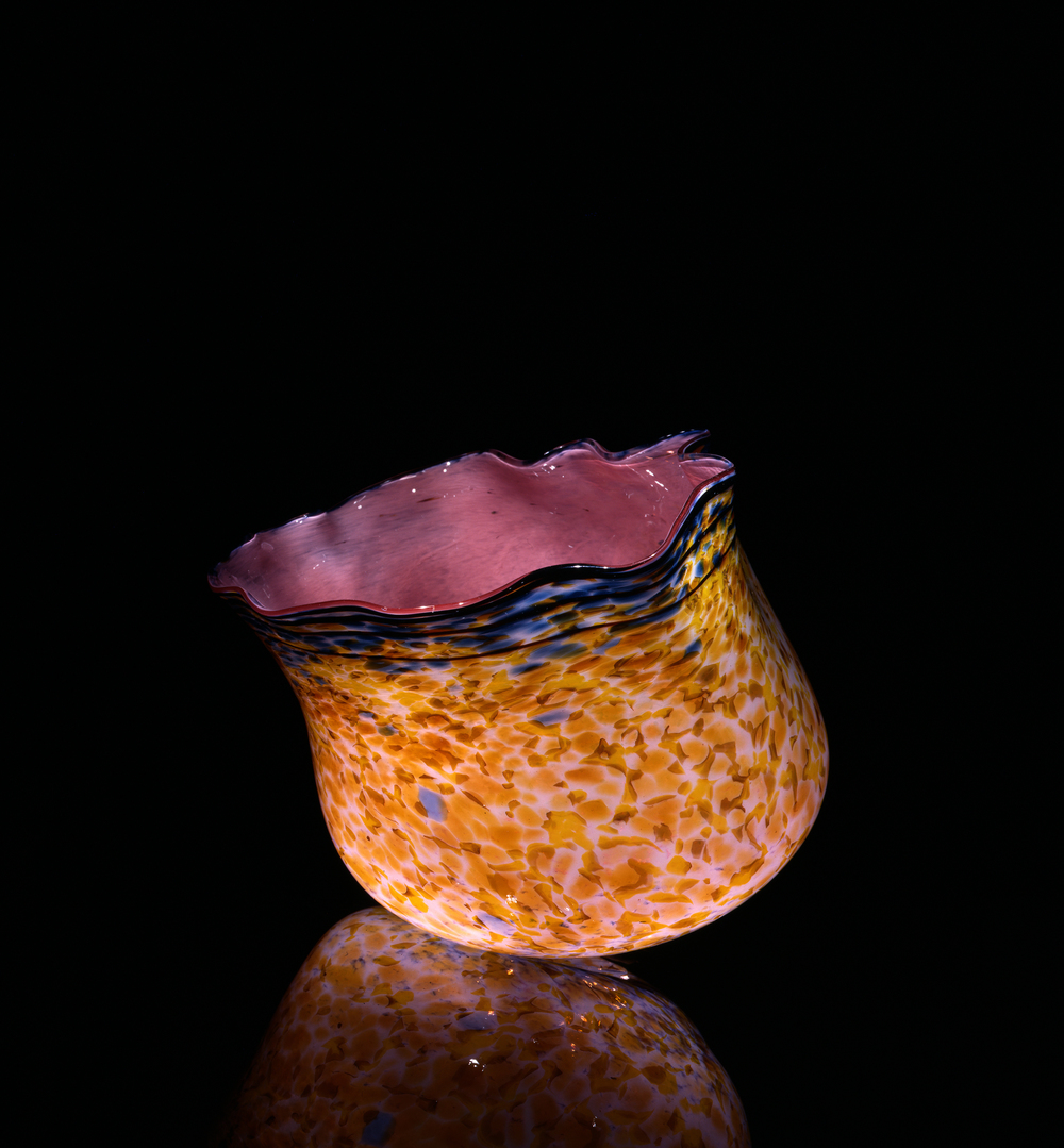 Dale Chihuly,  Ambrosia Macchia with Scarlet Lip Wrap  (1984, glass, 10 x 14 x 12 inches), DC.132