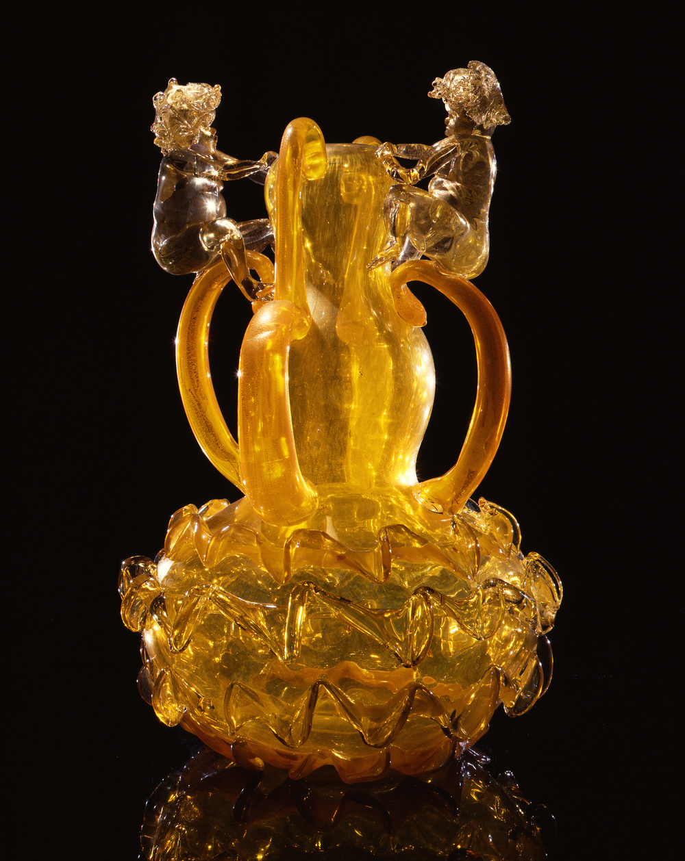 Dale Chihuly,  Gilt Tangerine Putti Venetian with Handles and Ribbons  (1994, glass, 19 x 13 x 13 inches)