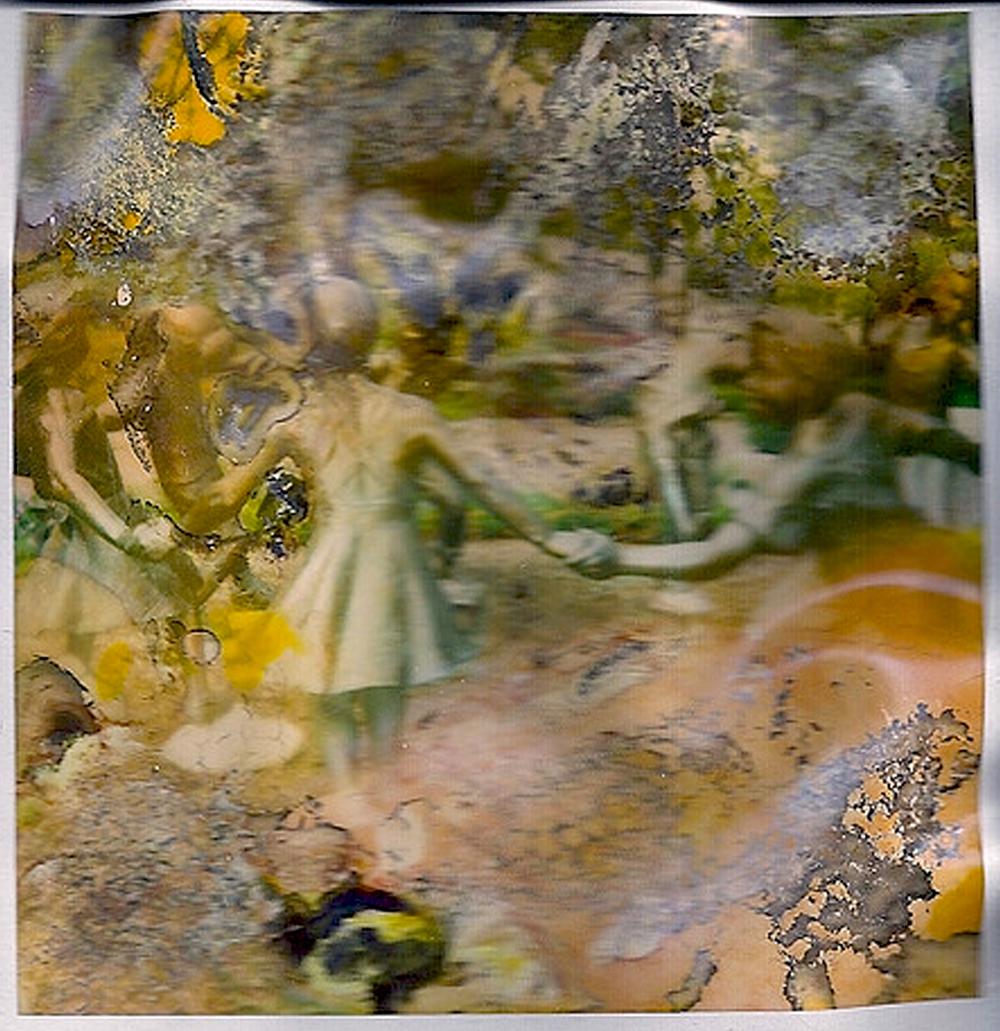 dancing statues 02 cropped.jpg