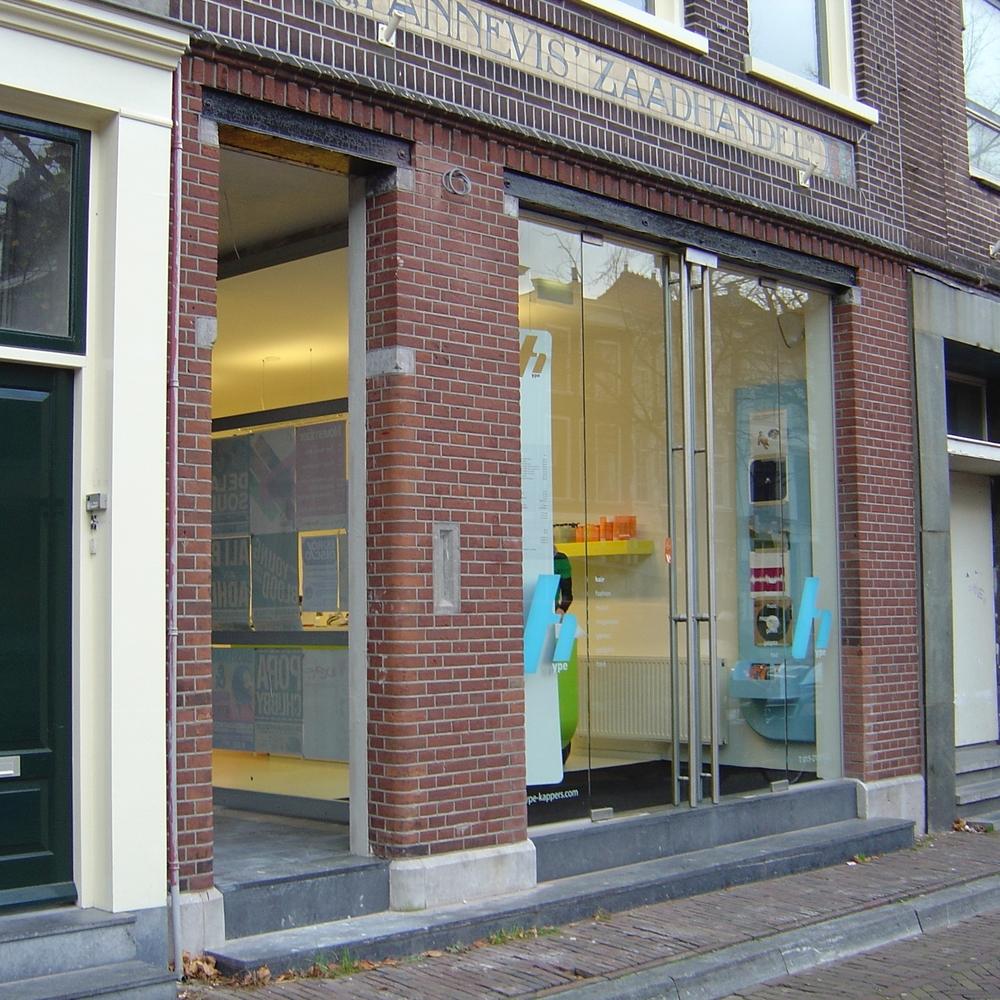 Winkel en appartementen Delft