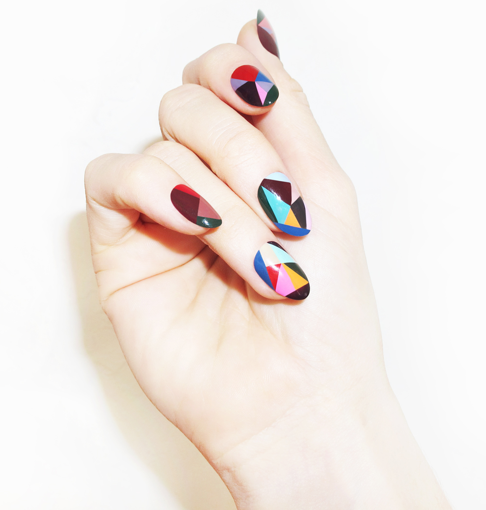literatenonsense :     favourite nails I've seen in ages.