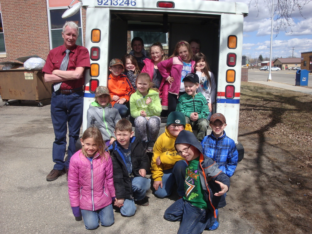 First-graders visit Wadena Post Office — WDC Public Schools