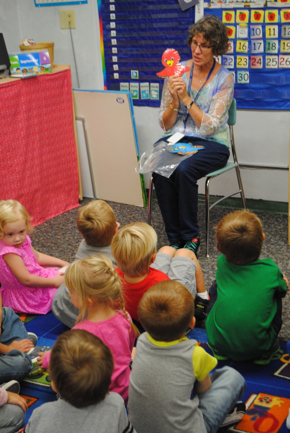 WDC Preschool Teacher Patti Isaacson teaches preschoolers about colors with a fun song about birds.