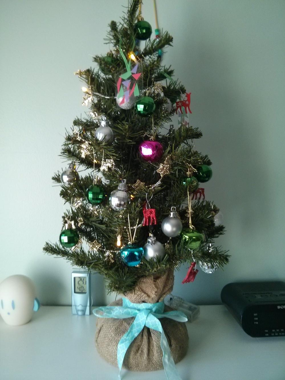 Petit arbre de Noël dans la chambre du Chaton.