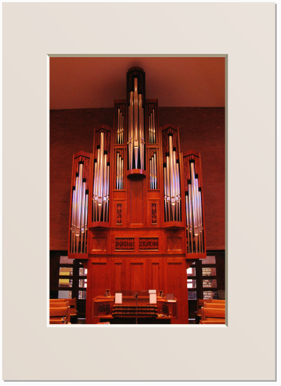 The organ of Saint Luke's Episcopal Church.