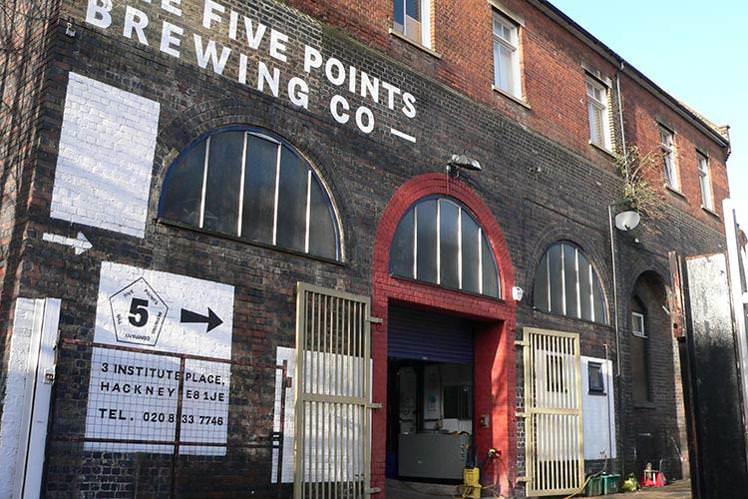 Five Points Brewing CoLondon, England - One of London's most dynamic breweries Five Points was set up by Ed Mason in a railway arch under Hackney Downs station. Ed is a man who knows a thing or two about running a great pub and this is reflected in the quality of their brews. Five points have really impressed with their core range of Pale Ale, Red Rye and London Porter and have recently added an amzing West Coast IPA to their range. All show wonderful concentration, balance and bright hop flavours. A decidedly modern British brewery.Pils, 330ml & 30l kegsPale, 330ml & 30l kegsXPA, 330mlHook Island Red, 330mlIPA, 330mlRailway Porter, 330ml
