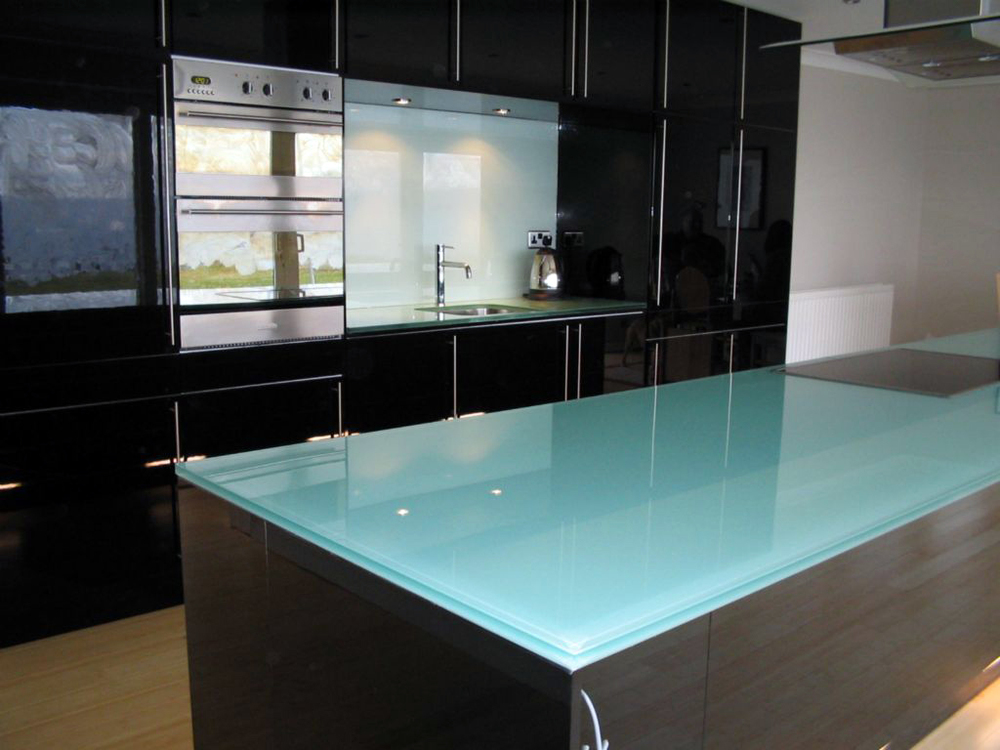 white-on-std-glass-gives-colour.jpg