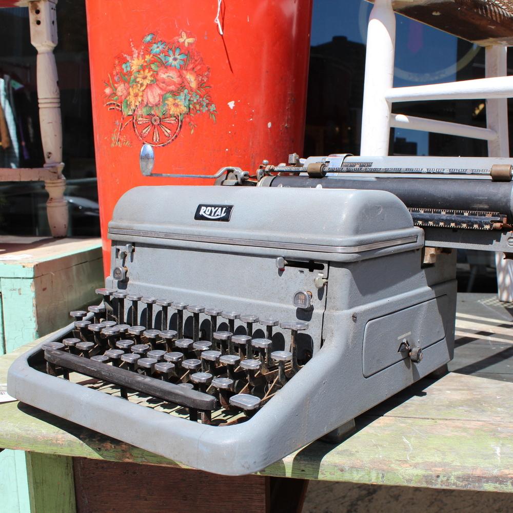 """""""Royal"""" Typewriter"""