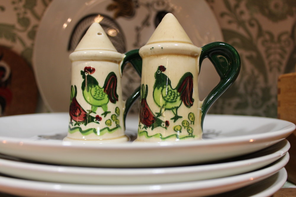 Rooster, hen & chicks salt & pepper shakers