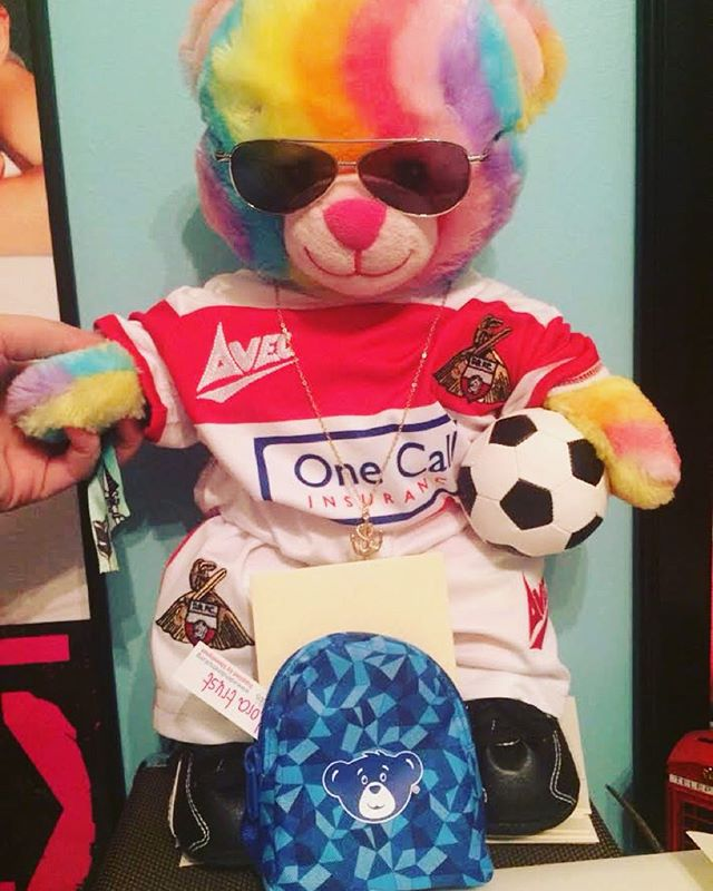 This little Rainbow Rover is going up for auction tomorrow! Make sure you keep an eye at our Twitter to see it go down ❤️💛💚💙💜