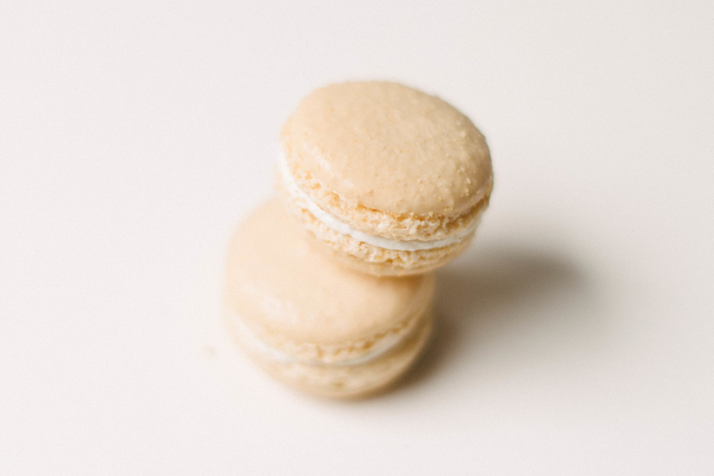 sweet coconut macarons, by Melissa Wessel, Photographer for couples eloping to hawaii