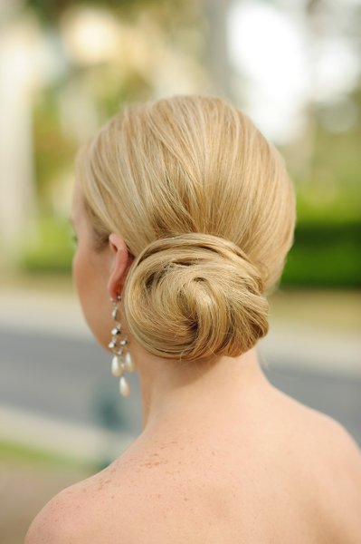 Elegant twist, side bun