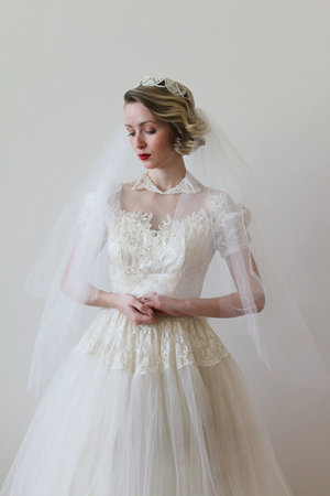 d36526be00a09 Vintage 1950s Veil with Lace Scalloped Cap