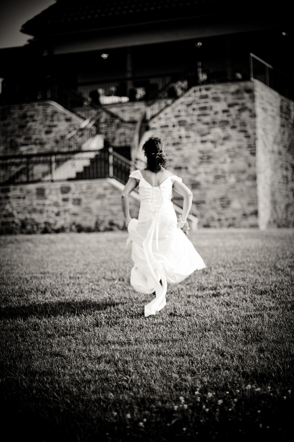 Raffaldini Bride Running to her wedding, Kenneth Light Studios