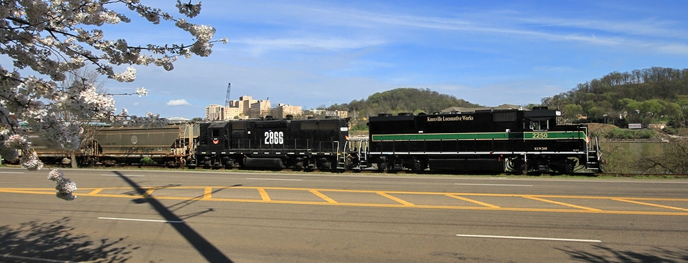 KLW 2250 pulls freight along Neyland Drive in Knoxville, TN
